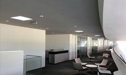 Inštalácia svetlovodov v predajnom stánku Audi