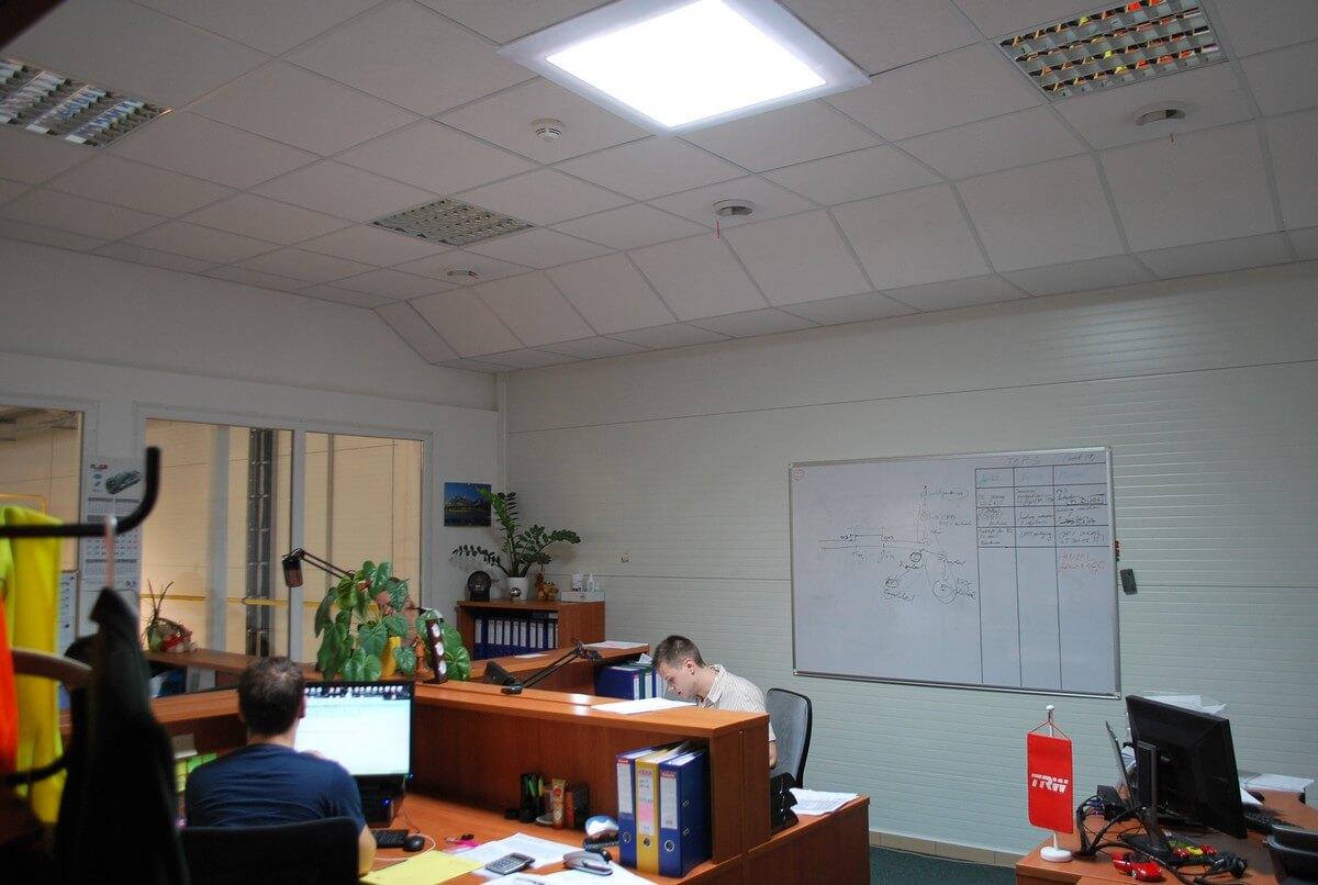 Osvetlenie kancelárie denným svetlom vďaka svetlovodom Sunway