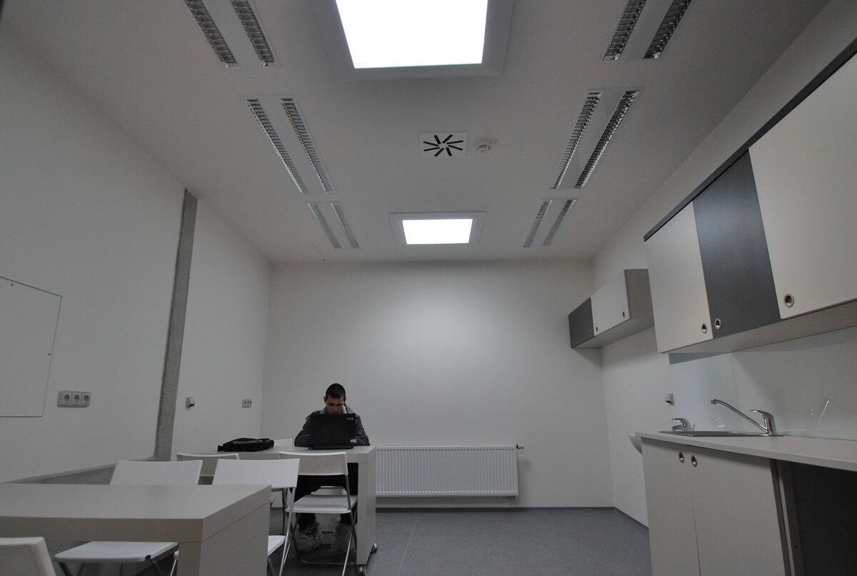 Osvetlenie kancelárie svetlovodmi Sunway