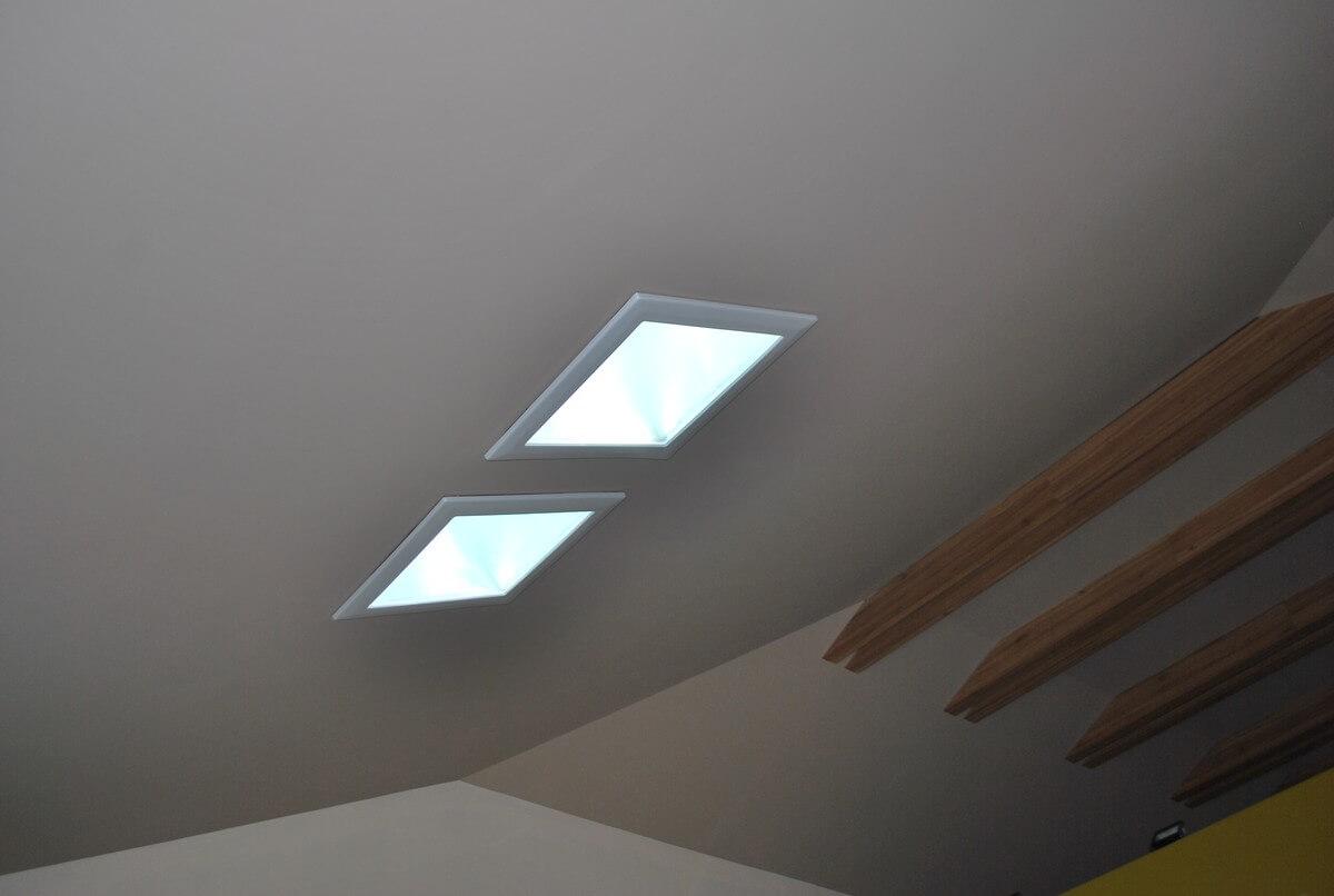 Dvojica svetlovodom na presvetlenie priestoru v rodinnom dome - Sunway.sk