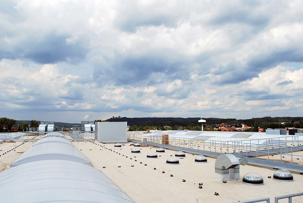 Svetlovody na streche výrobnej haly Blizzard Žebrak
